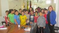 Alunos da Escola 25 de Julho visitam o Legislativo